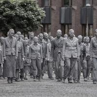 1000 דמויות רפאים אפורות בצעדת מחאה איטית בזמן ועידת ה G20