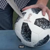 מעניין אתכם מה יש בתוך כדורגל? צפו ותראו מה יש בכדור מטורניר המונדיאל משנת 1930, 1970 ו 2018. וידאו